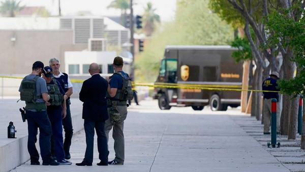 Phoenix man accused of shooting federal officer outside courthouse charged